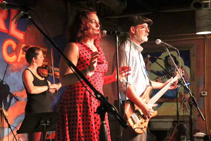 Groovin' River featuring Zoë Mullican. Photo by Suzanne McBride